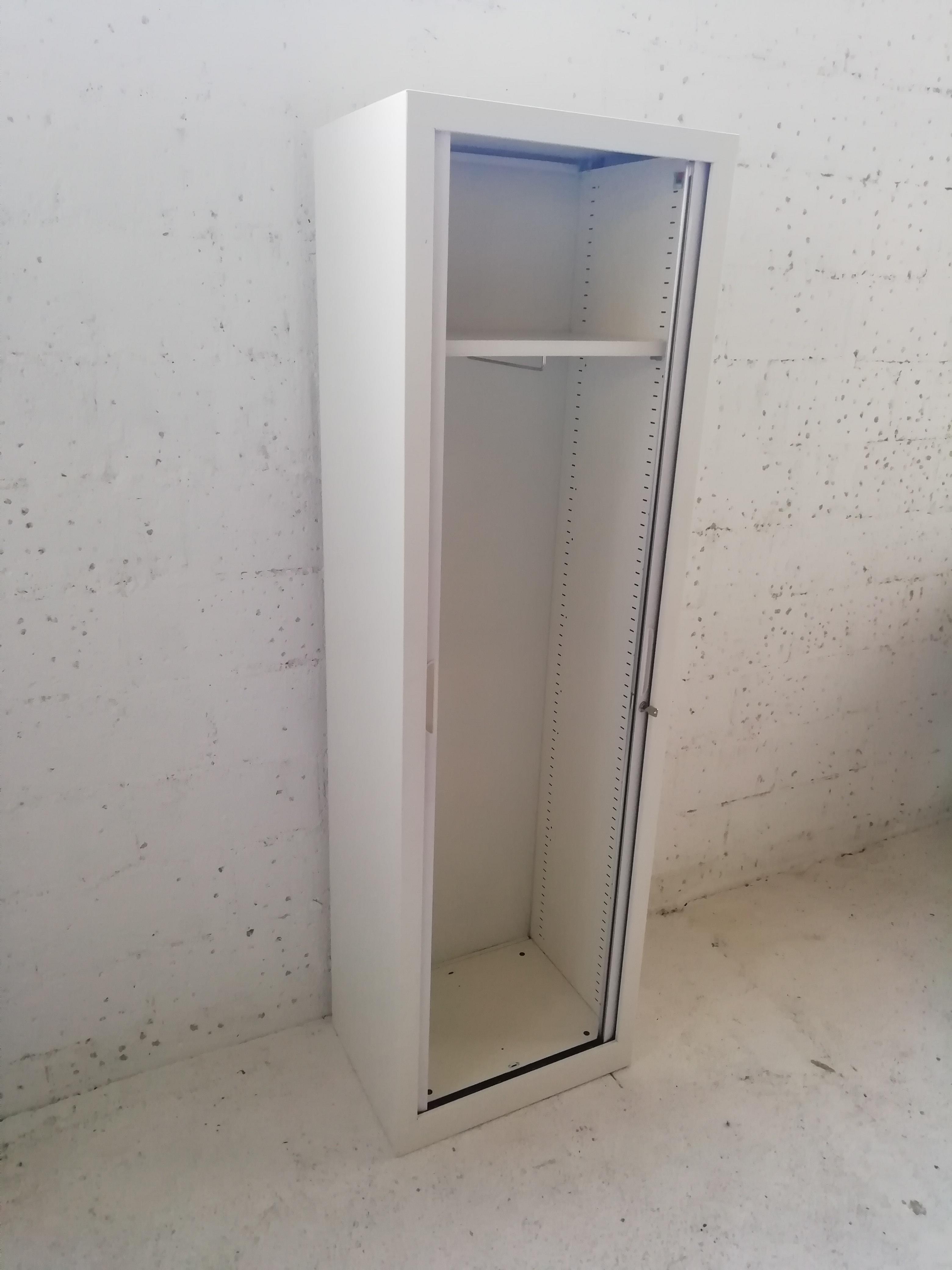 Systeme De Rideau Coulissant vestiaire à rideaux d'occasion blanc - grande capacité